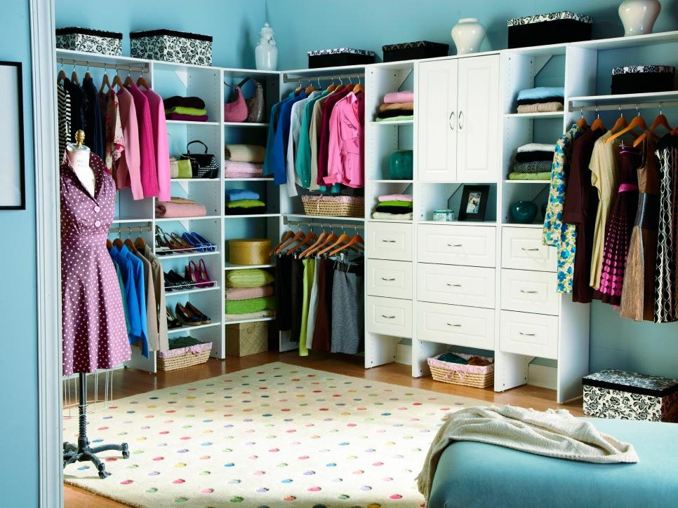 10 Stylish Walk In Bedroom Closets Hgtv Minimalist Closet Bedroom Design Jpeg