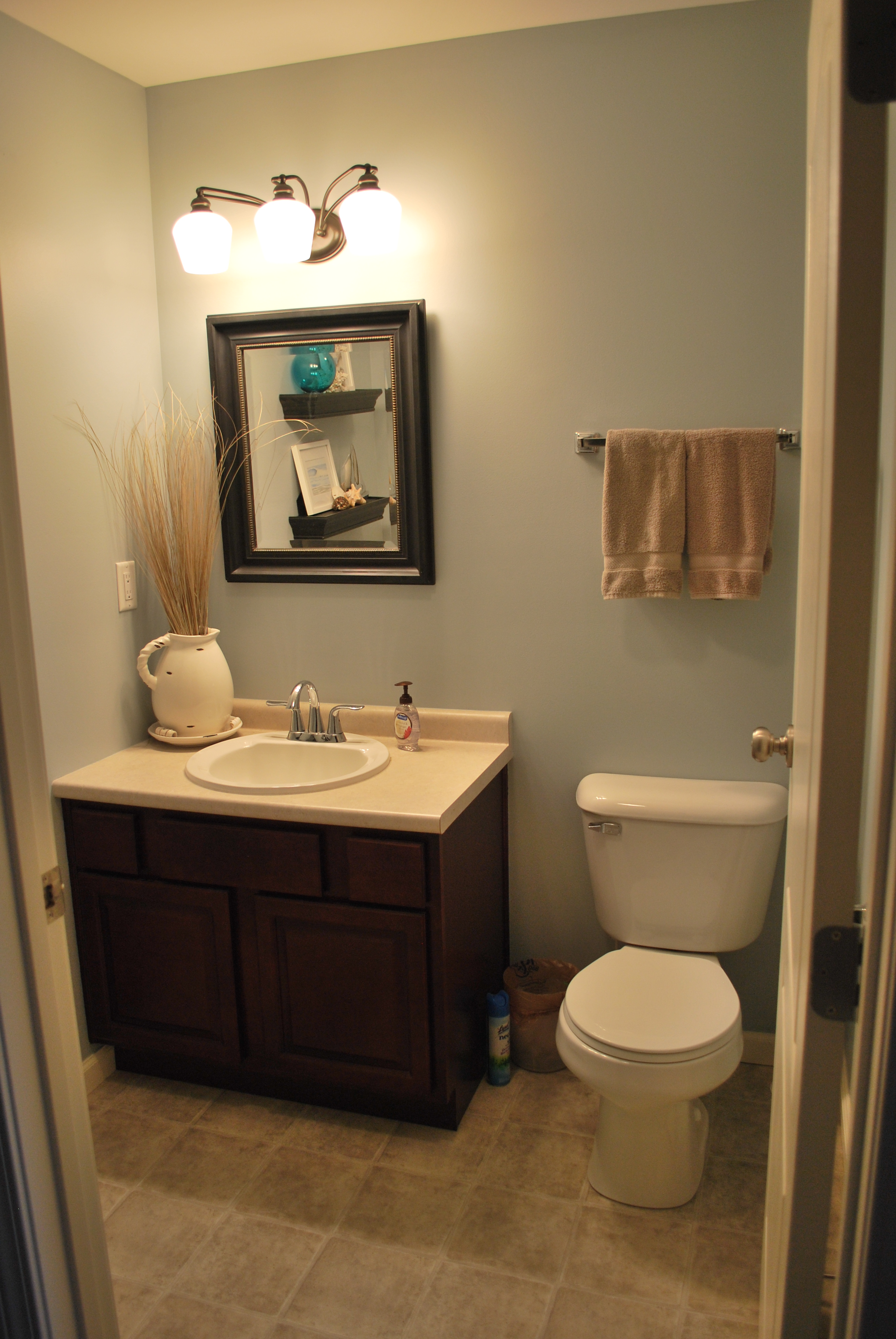 small bathroom decorating fascinating small bathroom decor ideas