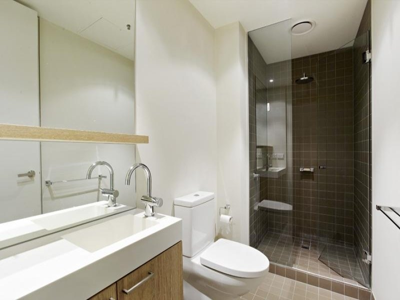 In A Bathroom Design From An Australian Home Bathroom Photo Cheap Australian Bathroom Designs 1
